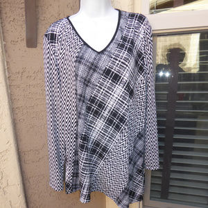 SUSAN GRAVER Black&White Pull Over Top Size Large